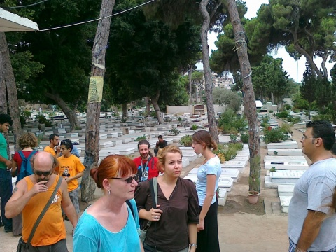 The Sumud-Delegation visits the martyr burial ground Beirut