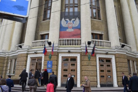 Members of the CP of Styria in front to the Donetsk library