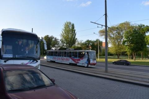 Geschmückte Straßenbahn