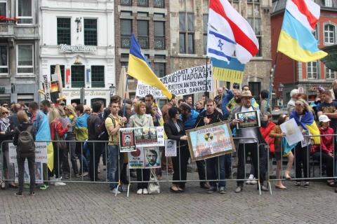 Pro-Ukrainian regime protesters with Israeli flag