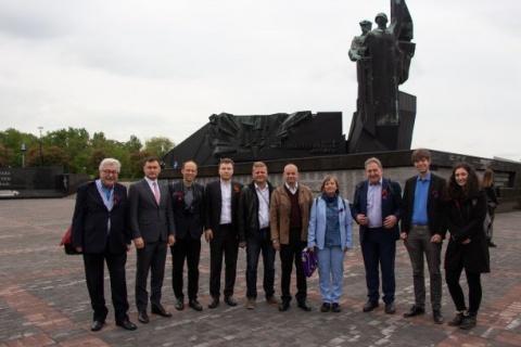 Teile der östereichischen Delegation mit Aktivisten der deutschen Linken