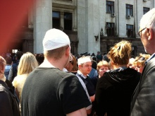 Alexej Albu (in the middle with bandage) in front of the union bldg in Odessa