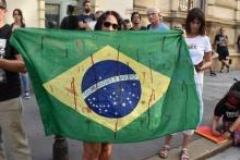 An den Händen von Bolsonaro klebt Blut